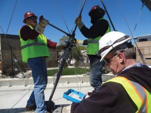Figure 6. Tightening a cable and reading the load.